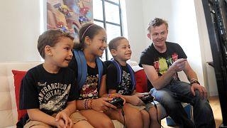 الرقابة على استخدام الصغار لألعاب الفيديو