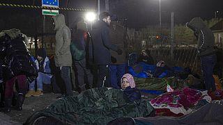 ARCHÍV: Várakozó menedékkérők a magyar határ szerbiai oldalán 2020 februárjában