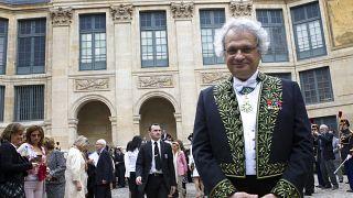 أمين معلوف في حفل تنصيبه عضواً في الأكاديمية الفرنسية