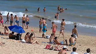 Am Strand von Albufeira an der Algarve in Portugal