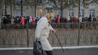 أشخاص يصوتون في انتخابات  البرلمان في مولدافيا  13 نوفمبر / تشرين الثاني 2016