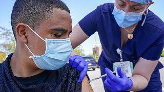 ABD'de Pfizer firması 3. doz aşı için FDA'den onay almayı bekliyor.