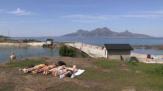 Los noruegos buscan lagos y costas para huir del calor