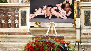 Funeral da cantora italiana Raffaella Carrà realizou-se em Roma