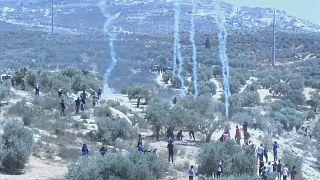 احتجاج فلسطينين ضد بؤرة استيطانية