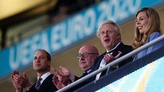 İngiltere Başbakanı Boris Johnson ve eşi İngiltere-Danimarka yarı final maçını izlerken