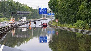 Überschwemmungen nach Unwettern in Deutschland, Österreich und der Schweiz