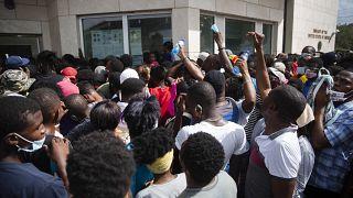 Les Haïtiens se ruent sur l'ambassade américaine