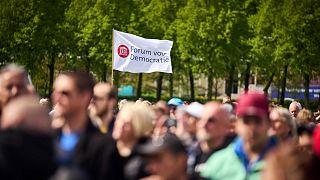 Covid-korlátozások elleni tüntetés Hágában, májusban