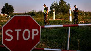 Guardas fronteiriços da Lituânia junto ao posto de Purvenai, perto da Bielorrússia