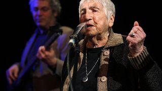 Esther Bejarano bei einem Auftritt (Januar 2010)