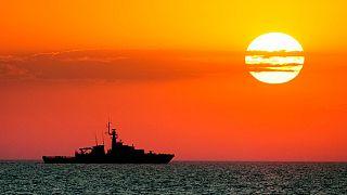 """سفينة البحرية الملكية البريطانية أو بي في """"ترينت"""" في البحر الأسود، الخميس، 8 يوليو،  خلال مناورات نسيم البحر 2021"""