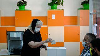 Bulgaria, urne aperte per le elezioni anticipate: il partito del premier in vantaggio ma isolato