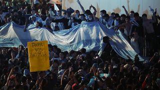 انصار المنتخب الارجنتيني في بيونس آيرس يحتفلون بفوز فريقهم بكأس كوبا أميركا أمام البرازيل. 2021/07/10
