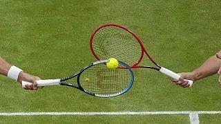 Sfida di racchette sull'erba di Wimbledon.