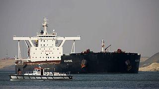 في 2020 بلغ عدد السفن التي عبرت هذا الممرّ المائي الذي يربط البحرين الأحمر والمتوسط نحو 19 ألف سفينة