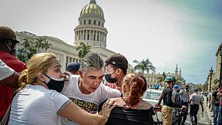 Un manifestante herido en la protesta contra el Gobierno cubano en La Habana
