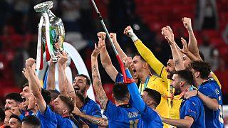 İtalya Euro 2020'de kupanın sahibi oldu