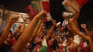 La afición italiana celebra la consecución de la Eurocopa