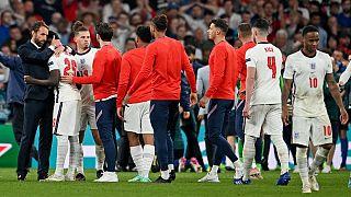 دلداری گرت ساوتگیت به بازیکنان جوان تیم ملی انگلستان که ضربه پنالتی خود را از دست داد