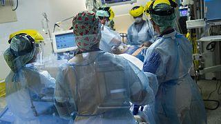 Covid-19 Patient auf der Intensivstation im Erasme Krankenhaus in Brüssel, 28.04.2021