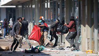 Güney Afrika'da askeri birlikler göreve çağrıldı