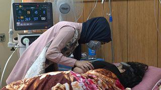 عراقيون مشككون بفاعلية اللقاح يواصلون حياتهم من دون كمامات ولا لقاح