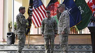Cérémonie de passation entre les généraux Miller et Mckenzie, nouveau chef des forces américaines en Afghanistan