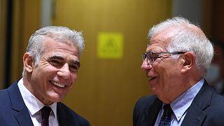 وزير خارجية الاتحاد الاوروبي جوزيب بوريل إلى جانب وزير الخارجية الإسرائيلي يائير لبيد