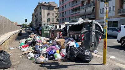 Rome is overflowing with rubbish