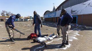 Afrique du Sud : l'armée dans la rue face aux manifestants