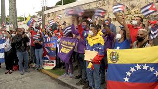 `Manifestaciones a favor y en contra en varias embajadas de Cuba