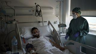 مصاب بفيروس كورونا في مستشفى في إسبانيا