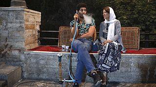 Jegyespár hétvégi randevúja Iránban