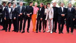 """Arrivée de l'équipe de """"The French Dispatch"""" à la 74e édition du Festival de Cannes, le 12 juillet 2021."""
