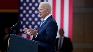 الرئيس الأميركي جو بايدن مخاطباً الحضور في فيلادلفيا