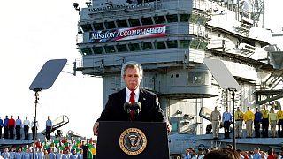 Eski ABD Başkanı George W. Bush 2003 yılında Afganistan'a görevlendirilen USS Abraham Lincoln'da konuşma yapaken