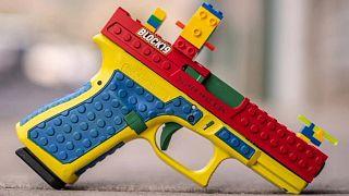 المسدس المغلف بالليغو