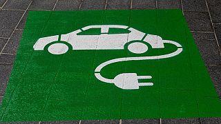 AB ülkeleri, elektrikli araçlara geçmek ve fosil yakıtları azaltmak için ulusal çapta birçok kanun yürürlüğe soktu.