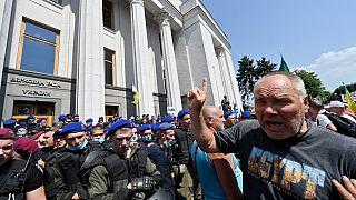 Ukrayna'da emekli polisler protesto düzenledi