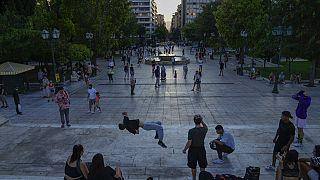 La variante Delta rovina i piani greci. Da giovedì al chiuso entrano solo i vaccinati