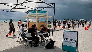 Florida'da bir aşı kayıt merkezi