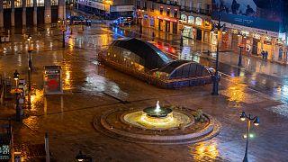 منظر عام لساحة بويرتا ديل سول في مدريد  وهي خاوية من المرتادين  قبل احتفالات رأس السنة الجديدة في مدريد، إسبانيا ، الخميس ، 31 ديسمبر 2020