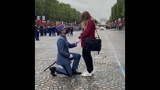 جندي فرنسي وطلب زواج يوم الباستيل