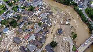 Case distrutte vicino al fiume Ahr a Schuld, Germania