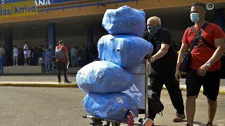 Passageiros sem restrições para levar bens essenciais na bagagem