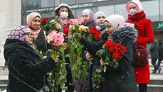 Attiviste celebrano la Giornata mondiale dell'hijab a Kiev, Ucraina, lunedì 1 febbraio 2021