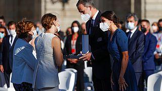 Los reyes de España con familiares de sanitarios fallecidos por COVID
