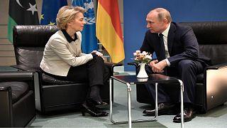 الرئيس الروسي فلاديمير بوتين ورئيسة المفوضية الأوروبية أورسولا فون دير لاين خلال اجتماعهما على هامش مؤتمر حول ليبيا في برلين/ يناير 2020