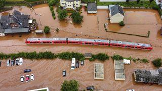 Застрявший из-за наводнения поезд. Кордель, земля Рейнланд-Пфальц, Германия
